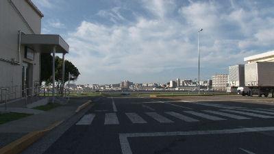 海の向こうは横須賀市街地