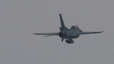 F-2 後姿