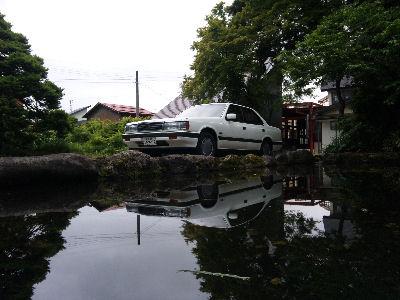 十日町の池に映ったHCルーチェ