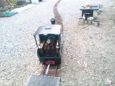 庭園鉄道おんぼろ軌道にてフォルテ停車中