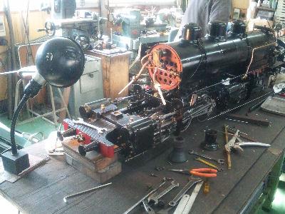 分解整備中、旧国鉄9850マレー式蒸気機関車のライブスチーム