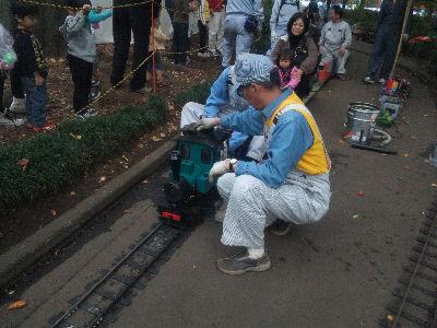 フォルテを拭いてくれている、元、東海道新幹線の運転士殿