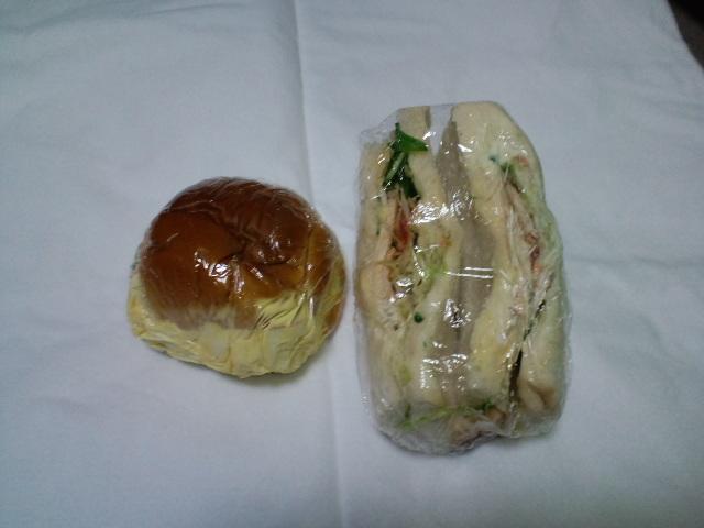 たまごサラダパン&スモークチキンサンド