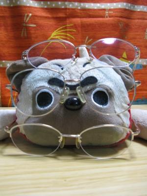 捨てたつもりの古い眼鏡が出てきました