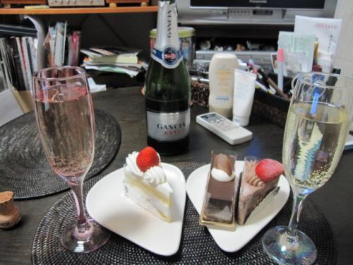 ケーキとシャンパン