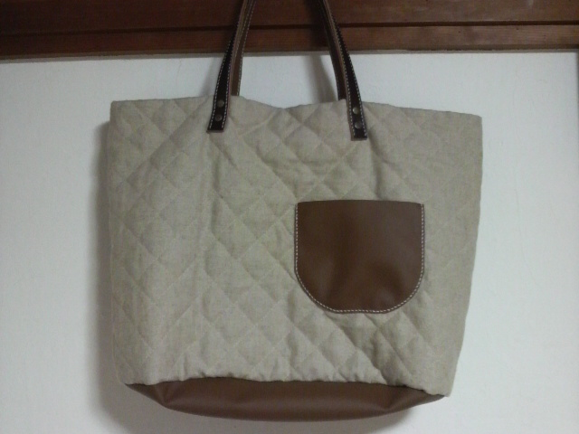 キルティングと革のバッグ