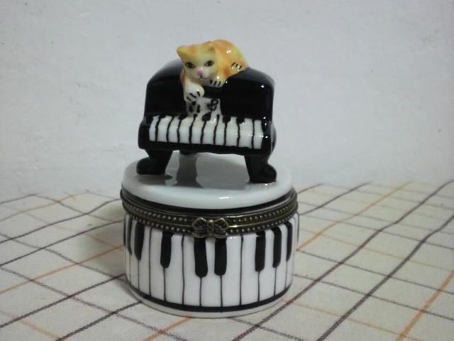 ピアノにゃんこ