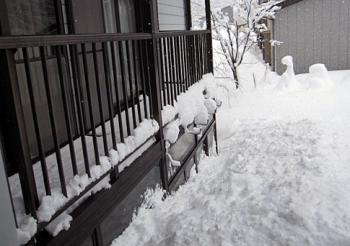 100115二階まで雪