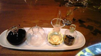 小さなガラス瓶たち