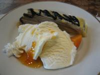デザート盛り合わせ(チョコレートミルクレープ&バニラアイス オレンジソース)