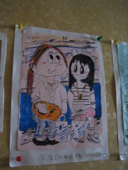 電車の中で・・・座席での母と娘