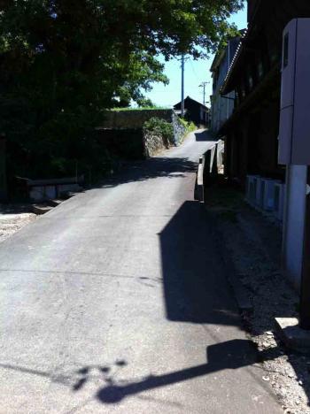佐久島 西港付近の坂道