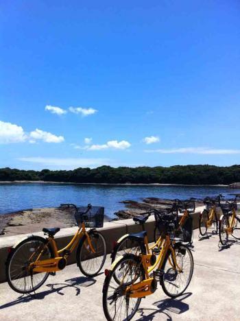 佐久島 自転車と海1