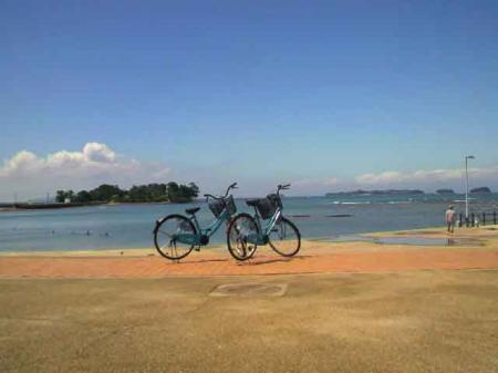 佐久島 自転車と海2