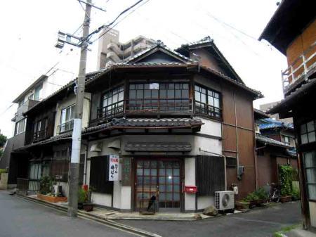 六角形っぽい建物1