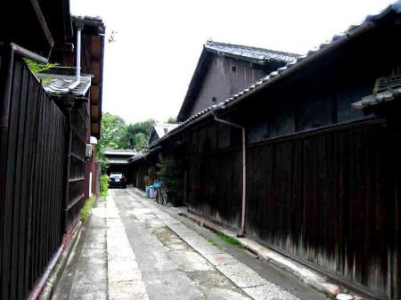 久國寺付近の黒塀