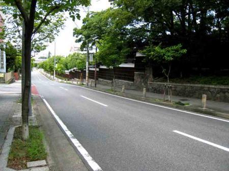 徳川園前の坂道