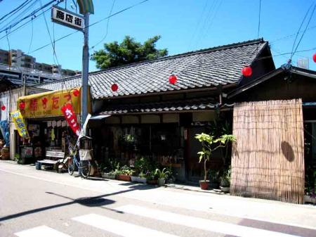 勝川大弘法 商店街古い家