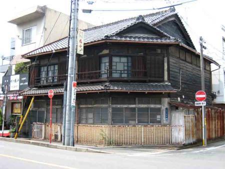 浄心付近の古い黒い家
