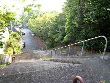 春日井市坂下付近階段坂 上から