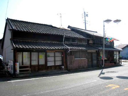 大松通 古い長屋の店