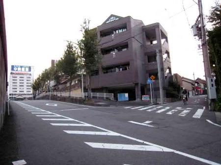 熱田神宮北側の坂道2