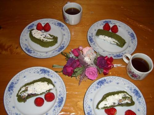 黒豆入り抹茶のロールケーキ