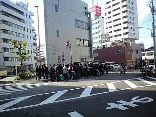 ラーメン二郎三田本店(行列)