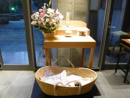 #11 感応寺で祭壇上のマミー(読経前)