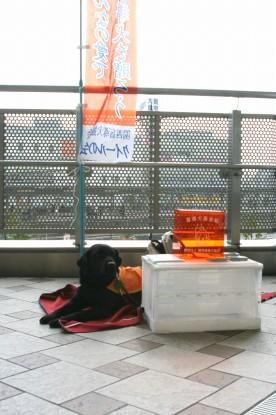 イオナと街頭募金活動