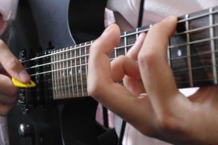 陽菜ギターフォーム1
