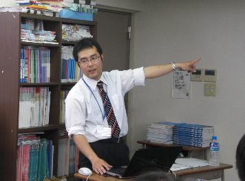 正学館東菅野校の飯塚先生です
