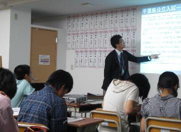 正学館下総中山駅前校の三角先生です