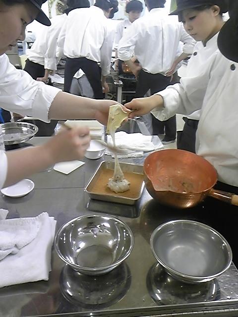 5・26 2年生黄な粉餅