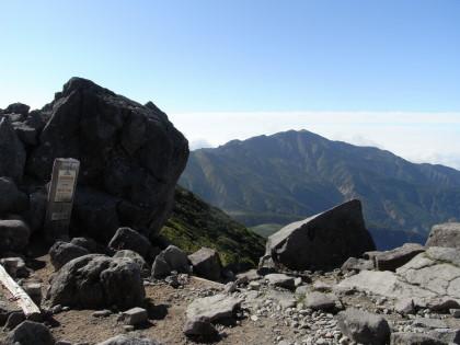 黒ボコ岩と別山