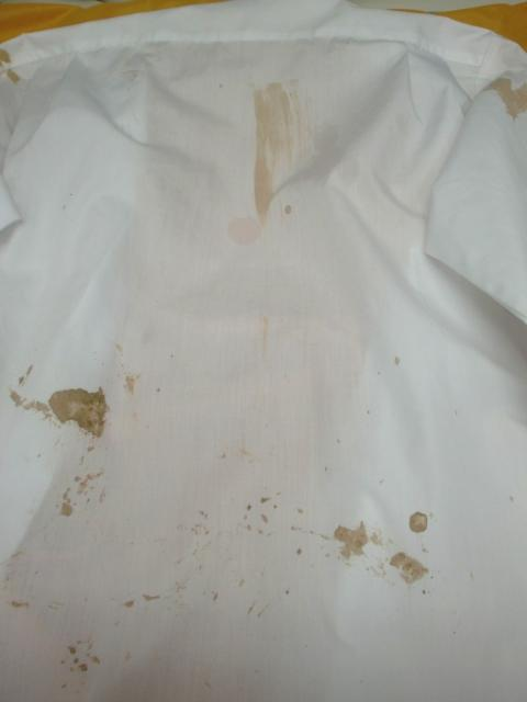 泥シミワイシャツ20111029前3