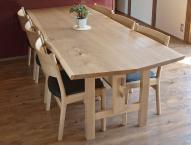 ニレのテーブル