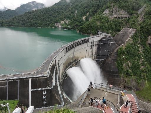 2011-07-30黒部ダム-放水-2