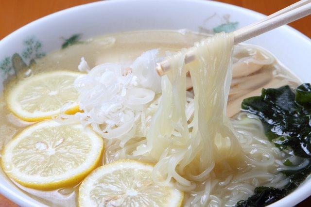 弘前市 らーめんんくまちゃん 塩レモンラーメン(温)