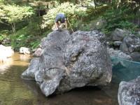 ジャブ池の岩