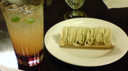 三宮のとあるカフェ_モンブラン&アレンジティ