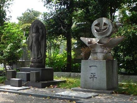 岡本太郎のお墓②