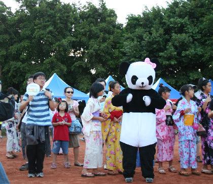 パンダさんも踊りますよ。