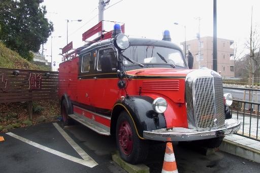 レトロなボンネット消防車