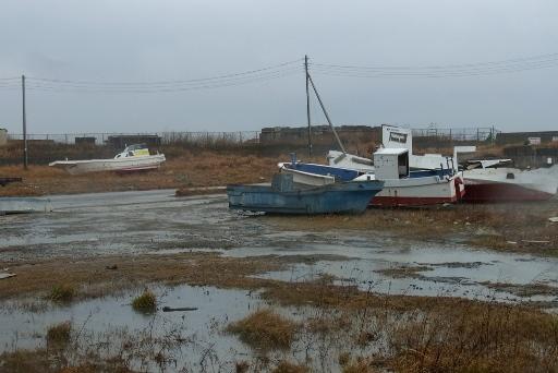 打ち揚げられた漁船