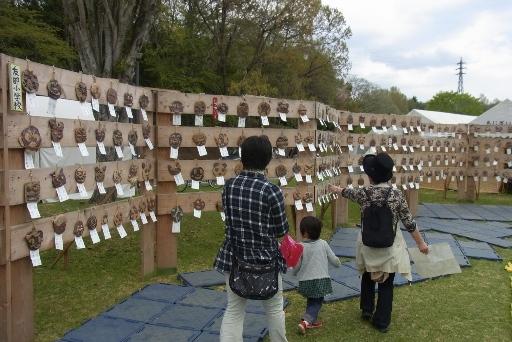 地元小学生による土面の作品