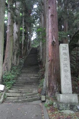 拝殿への石段