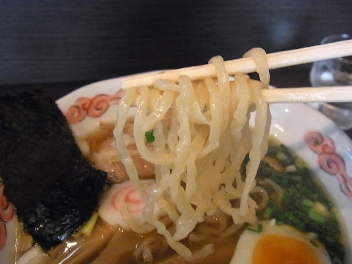 自家製のちぢれ中太麺