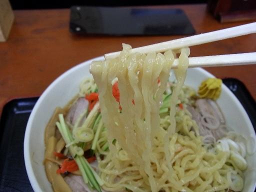 中細の平打ちちぢれ麺