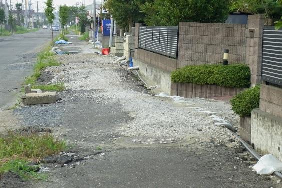 液状化した道路・歩道